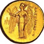 Niké debout, ailes déployées sur un distatère d'or d'Alexandre le Grand.