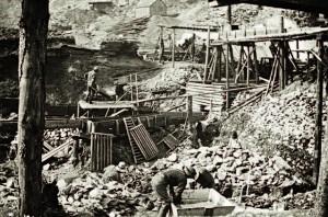 Opération d'extraction de l'or dans le Klondike en 1897