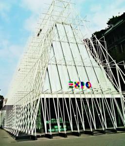 Installation de l'Exposition Universelle de Milan qui doit ouvrir ses portes le 1er mai prochain.