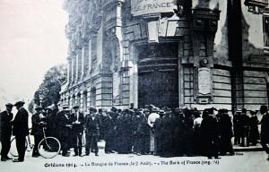 File d'attente devant la Banque de France à Orléans, le 2 août 1914, jour de la mobilisation générale