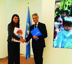Signature du contrat de partenariat entre Sandro SASSOLI, et Adele ROSETTI, directrice du Programme Alimentaire Mondial.