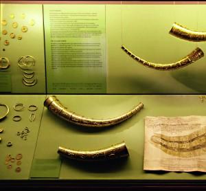 Vitrine sur le trésor de Gallehus au Musée du Danemark.