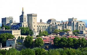 A Avignon, le Palais des Papes devient la résidence des Souverains Pontifes, à partir de 1309. Avignon est ainsi la nouvelle capitale de l'église occidentale . monnayage pontifical