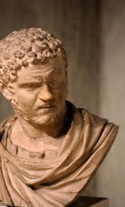 Sous l'Empereur romain Caracalla, le titre des monnaies d'argent était de 50%. Vers 270, il passe à seulement 2%.