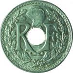 """Pièce de 25 centimes """"trouée"""", émise à partir de 1914 pour économiser le métal"""