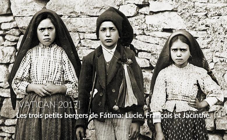 Les trois petits bergers de Fátima: Lucie, François et Jacinthe.